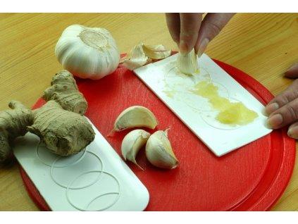 Kuchyňské stěrky a třítka na česnek