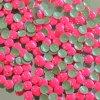 kovové hot-fix kameny barva 1002 FLUO LUMI RŮŽOVÁ velikost 3mm, balení 100 nebo 500ks