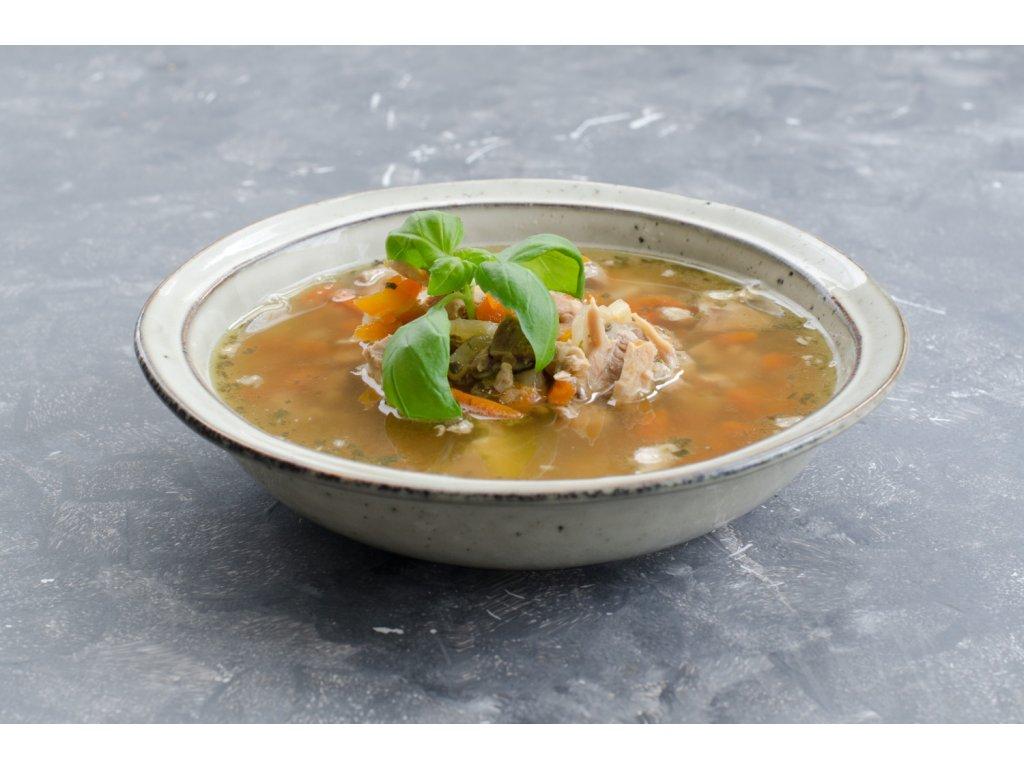 Kurací vývar s mäsom a zeleninou