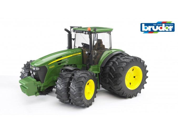 Zelený TRAKTOR JOHN DEERE 7930 s přídavnými koly značky Bruder - BR 03052
