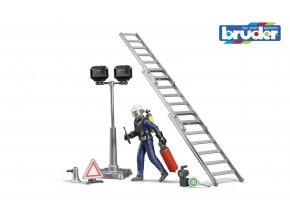 Sestava figurka hasič s žebříkem a příslušenstvím značky Bruder - BR 62700