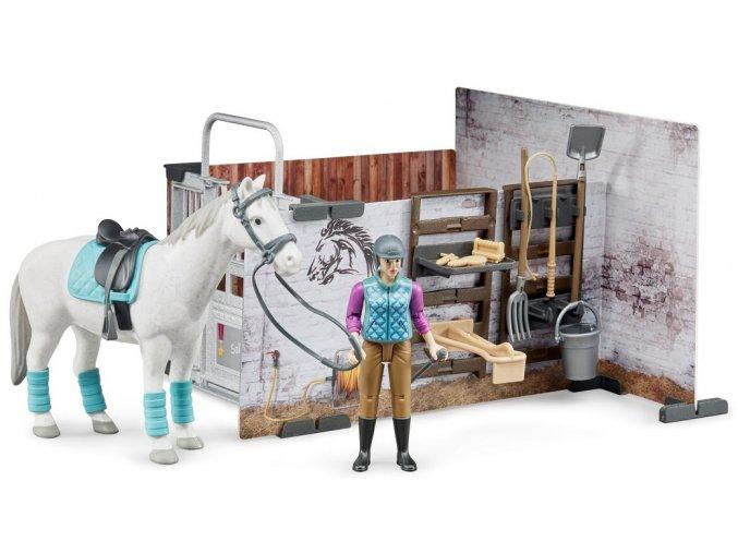 BRUDER 62506 Stáj pro koně s jezdkyní, figurkou koně a příslušenstvím