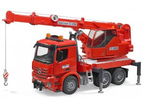 BRUDER 3670 Autojeřáb Mercedes Benz stavební jeřáb s majákem
