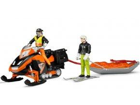 BRUDER 63100 Sněžný skútr se záchranářskými sáněmi a figurka jezdce a lyžaře