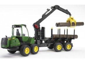 BRUDER 2133 John Deere 1210E lesnický traktor s přívěsem a ramenem