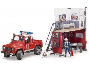 BRUDER 62701 Land Rover Defender hasiči se stanicí