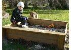 Pískoviště a lavičky