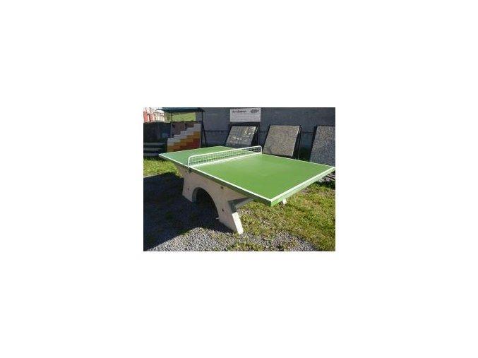 Betonový stůl na stolní tenis .