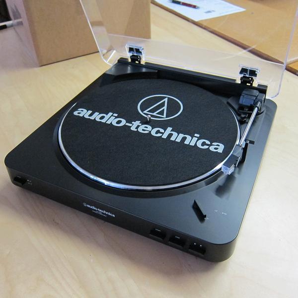 Audio-Technica AT-LP60-BT Barevné provedení: bílé