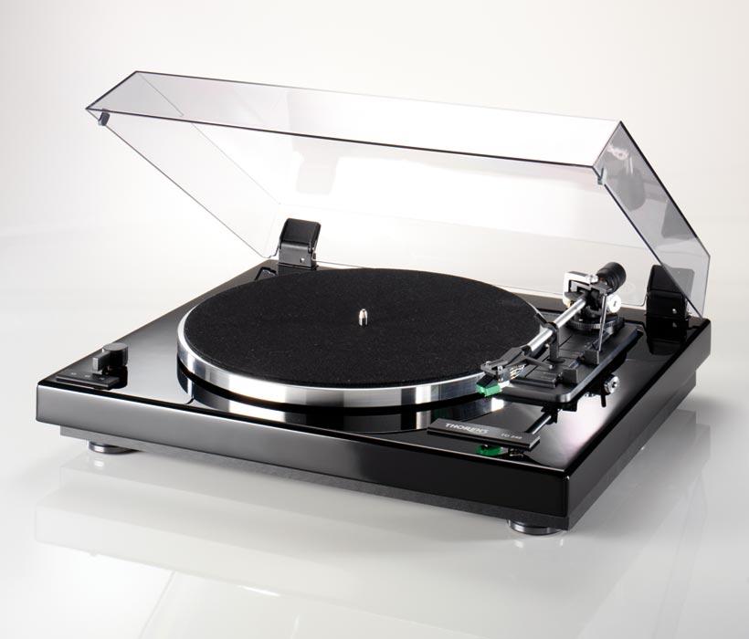 Thorens TD 240-2 Barevné provedení: black piano - černá lesklá