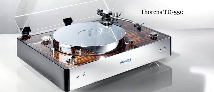 Thorens TD 550 Barevné provedení: černý klavírní lak