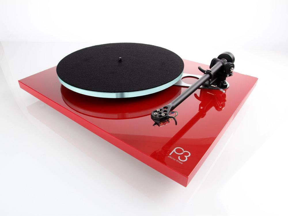 Rega Planar 3 Barevné provedení: piano red - červená