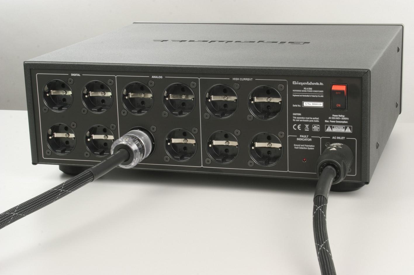 Gigawatt PC-4EVOplus + LS-2HC EVO Barevné provedení: černé