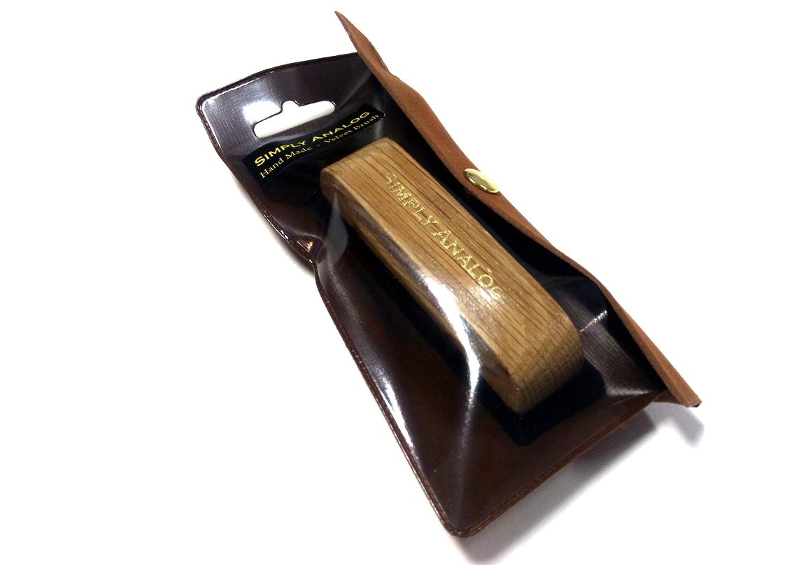 Simply Analog - Brown Oak Wooden Velvet Brush