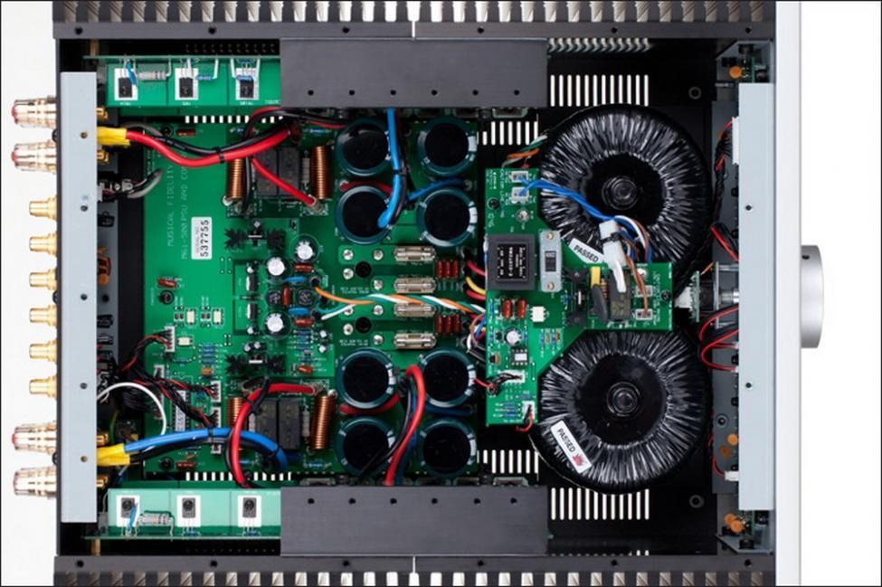MUSICAL FIDELITY M6500I Barevné provedení: černé