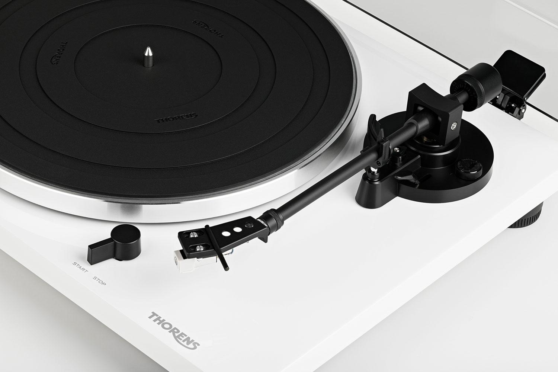 Thorens TD-201 Barevné provedení: černý klavírní lak
