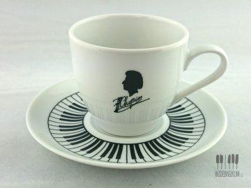 šálek chopin s klaviaturou