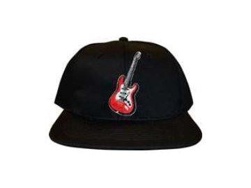 Černá kšiltovka s elektrickou kytarou (1)