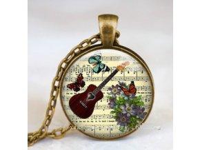 Vintage náhrdelník s partiturou a kytarou