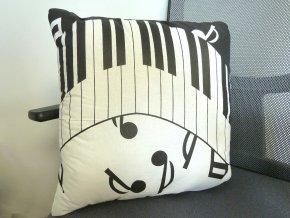 dekorativní polštářek klaviatura