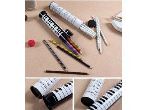 Pastelky v tubě s klaviaturou