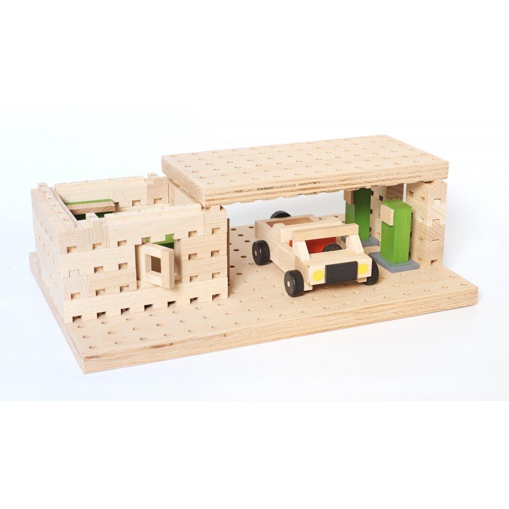 Dřevěná stavebnice Buko – Benzínka s autíčkem, 99 dílů