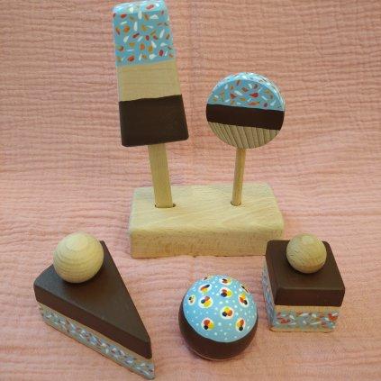 Sada dřevěných dortíků se stojánkem modrá