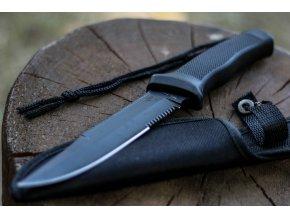 čierny ostrý nôž