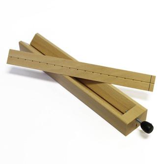 AWL GAUGE - dřevěná pomůcka na šití bloků a sešitů