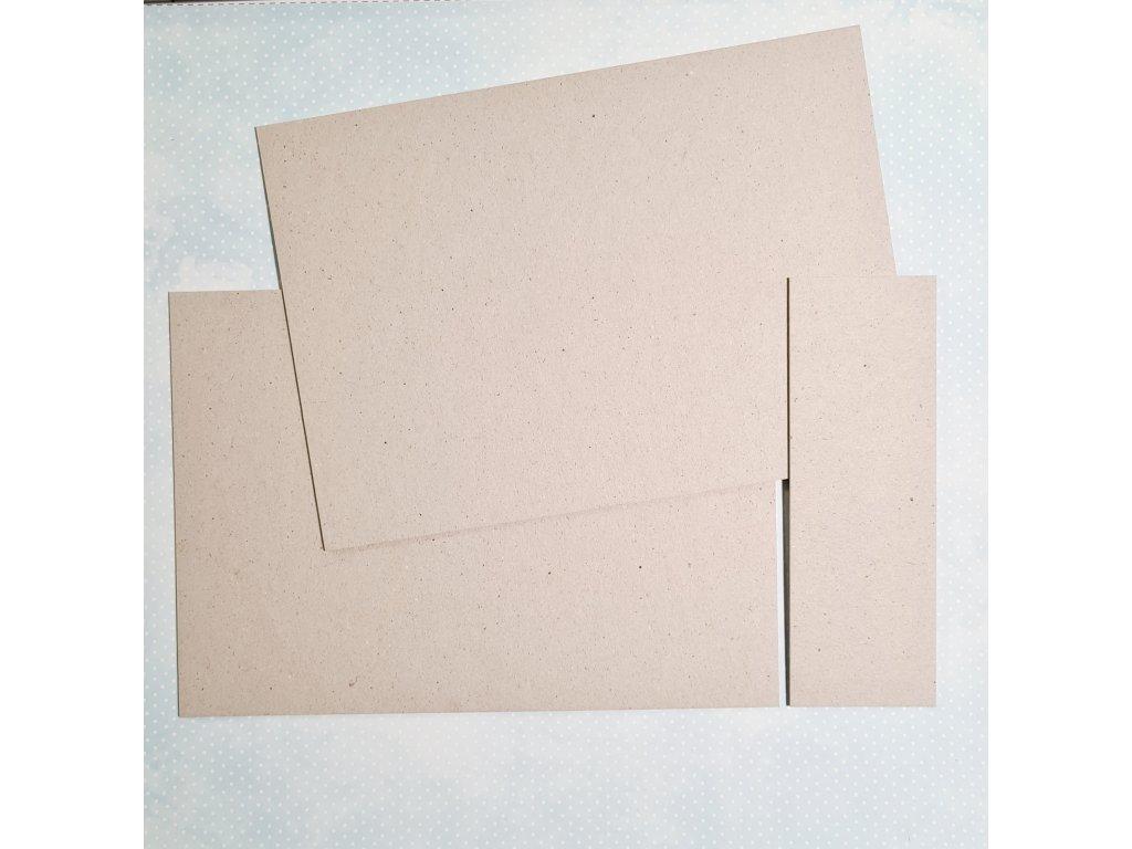 Základ na minialbum / 3 mm / 14,8 x21 + hřbet šíře 5cm... šedá lepenka