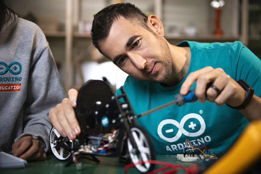 Arduino Engineering Kit Rev2 pro podporu výuky robotiky - podpora