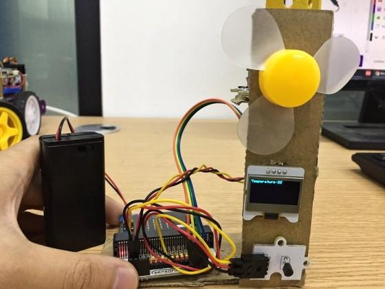 BBC micro:bit kit pro chytrou domácnost - chytrý větrák realizace