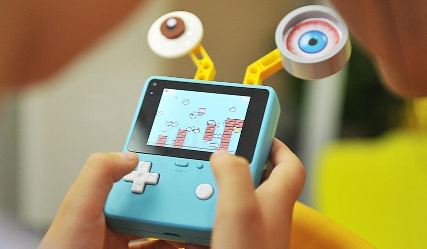 Retro Arcade herní konzole pro výuku programování - velký displej