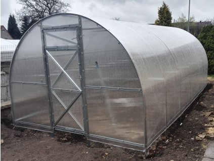 Zahradní skleník z polykarbonátu Trjoska 8 m  + Automatický otvírač oken + Kompletní sada těsnění + Spirálové tyče na rajčata (set 5 ks)