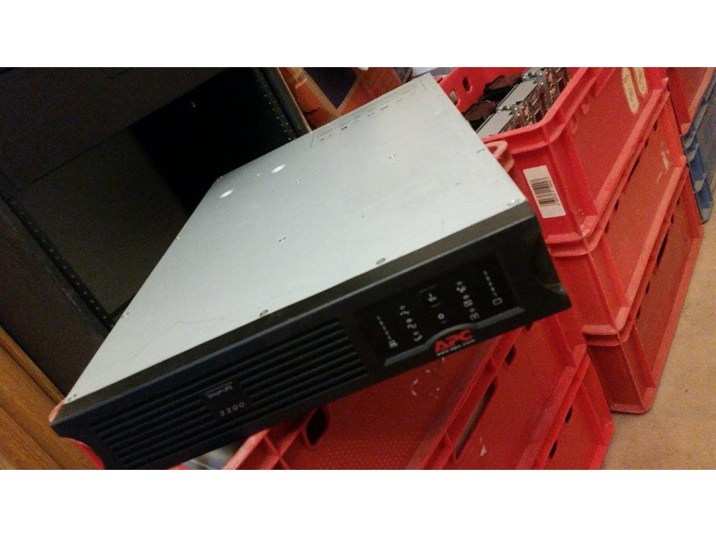 Záložní zdroj APC Smart-UPS 2200