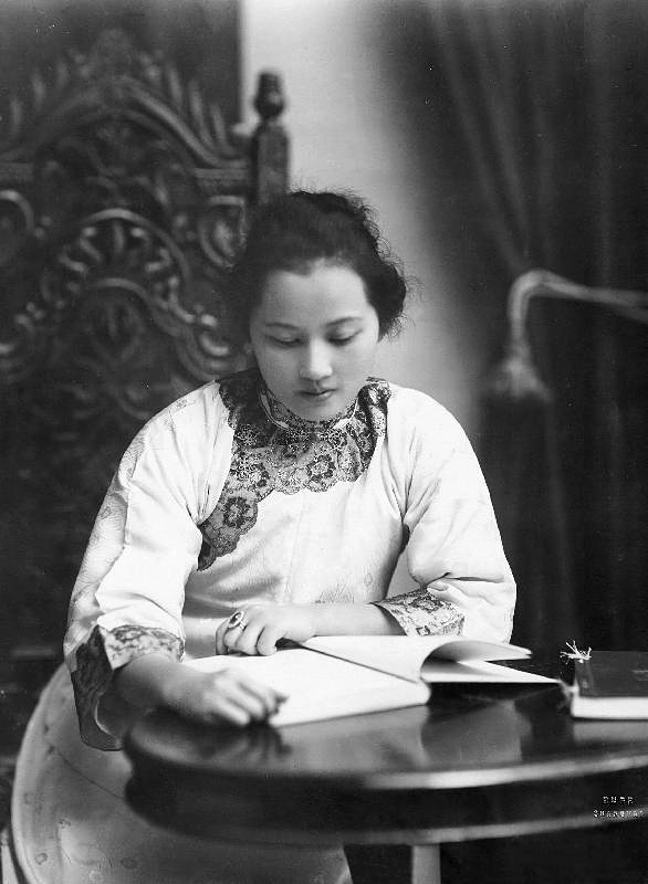 Soong_Ching_Ling_1920_shanghai_upr