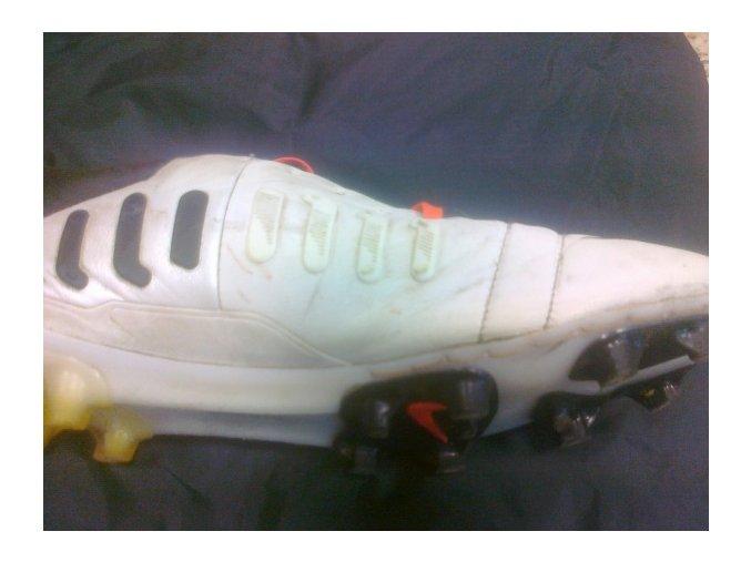 Oprava kopaček - prošití rozpáraného svršku od podrážky -  Nike CTR 360 Maestri III FG