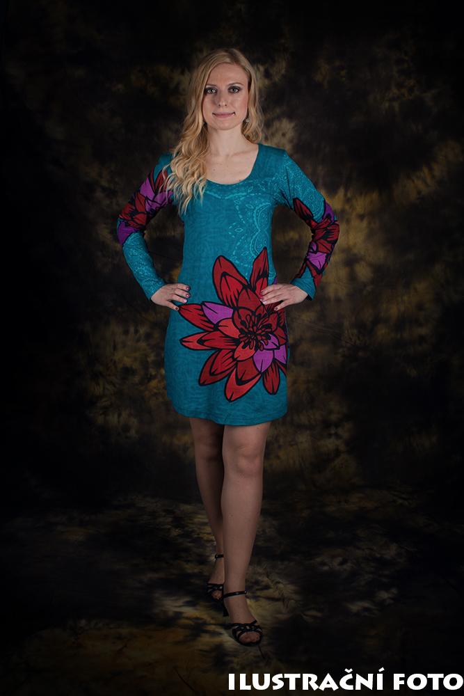 tyrkysové šaty s dlouhým rukávem