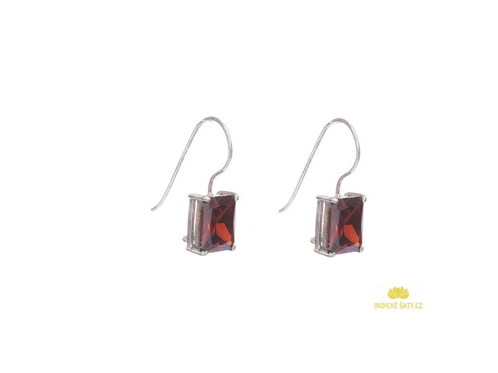 Stříbrné náušnice s červenými kameny z broušeného skla