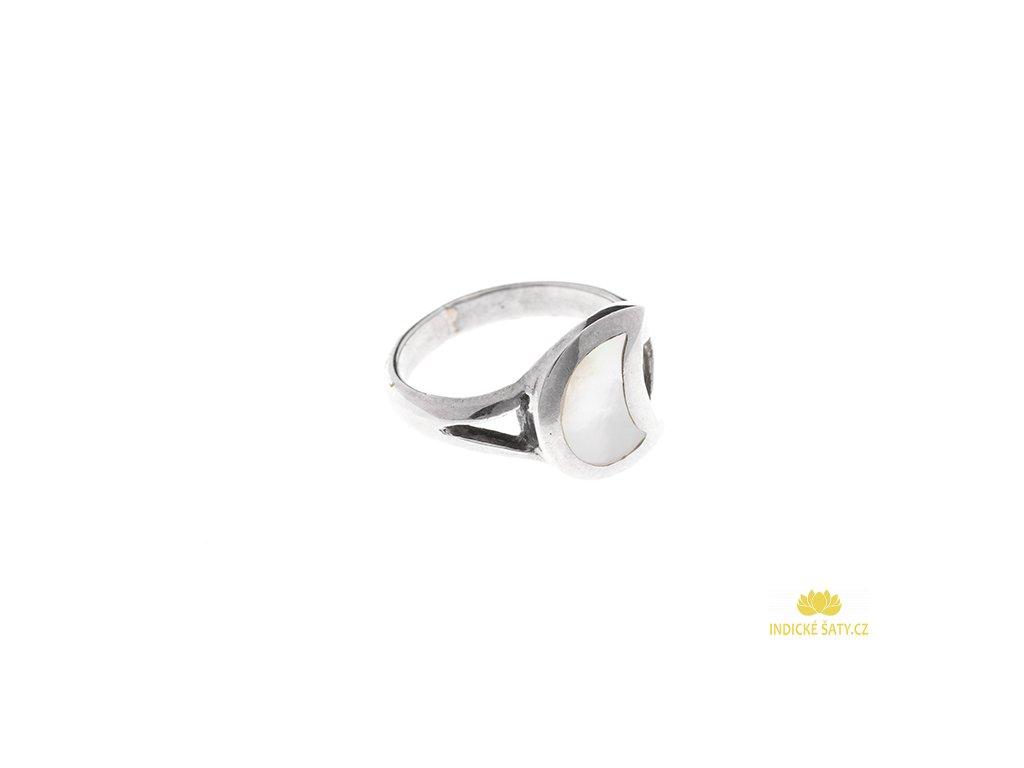 Stříbrný prsten s bílou perletí Půlměsíc