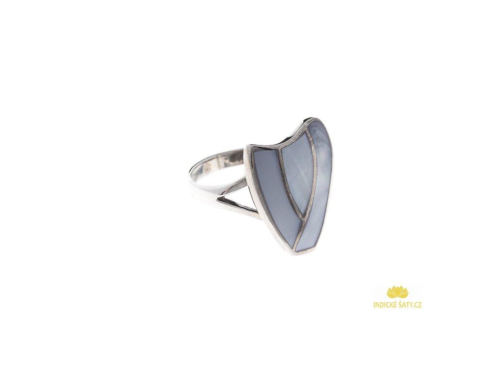 Stříbrný prsten s šedomodrou perletí