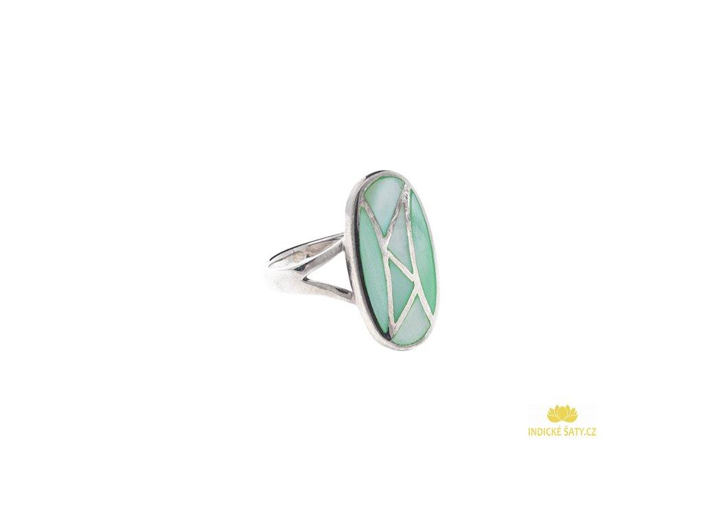 Stříbrný prsten se zelenou perletí