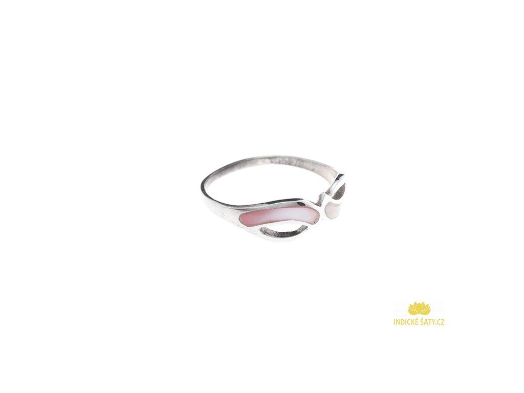 Stříbrný prsten s růžovou perletí