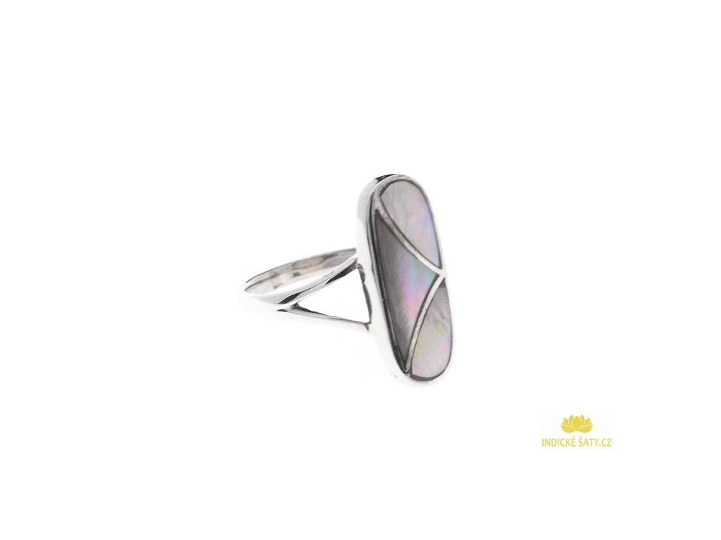 Stříbrný prsten s duhovou perletí