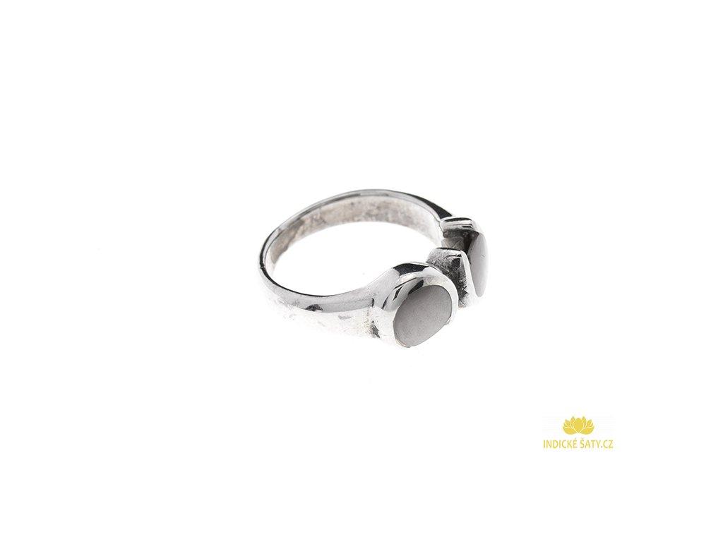 Stříbrný prsten se světlou perletí