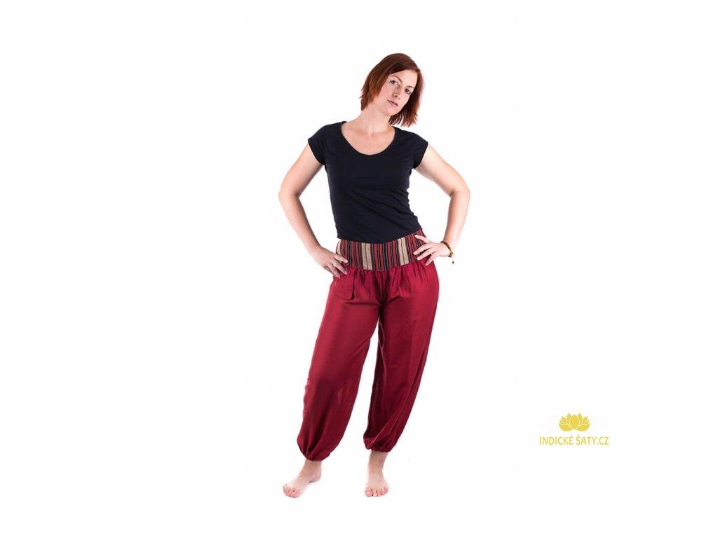 Pohodlné etno kalhoty se tkaným pasem energicky červené