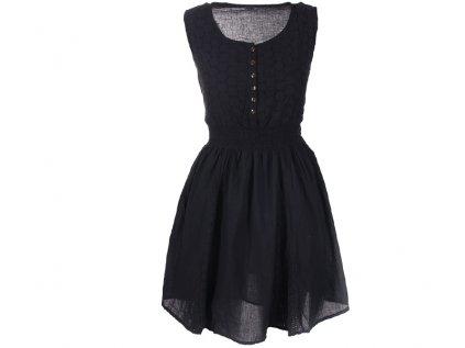 Krátké černé bavlněné šaty s krajkou