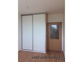 vestavná skříň bílá