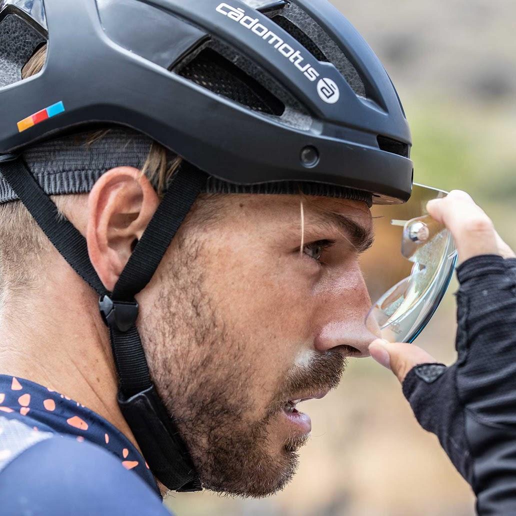 Sigma-II-black-cycling-helmet_Andrea_lens