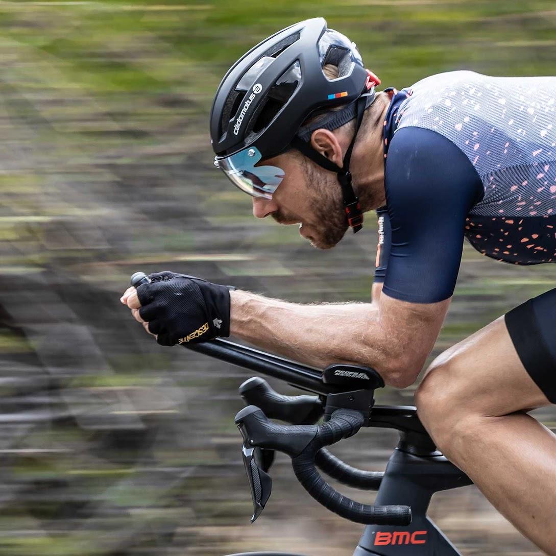Sigma-II-black-cycling-helmet_Andrea_lens2